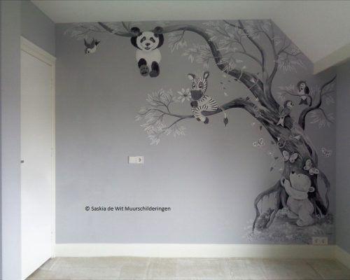Kinderkamer Houten Boom : Babykamer muurschildering boom met panda beertje zebra en