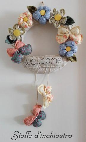 Ghirlanda fuoriporta Welcome con fiori e farfalle