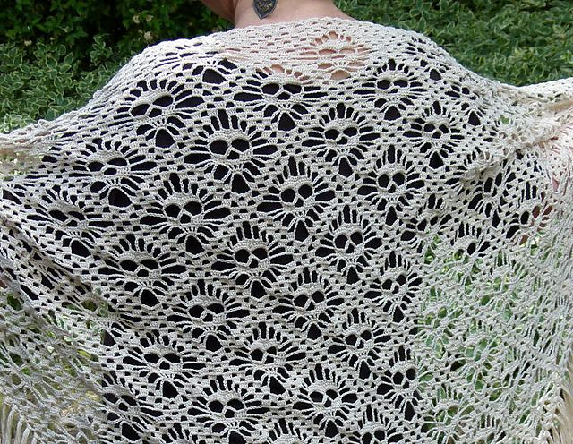 Skull Shawl Free Crochet Pattern for Halloween Party | Crochet and ...