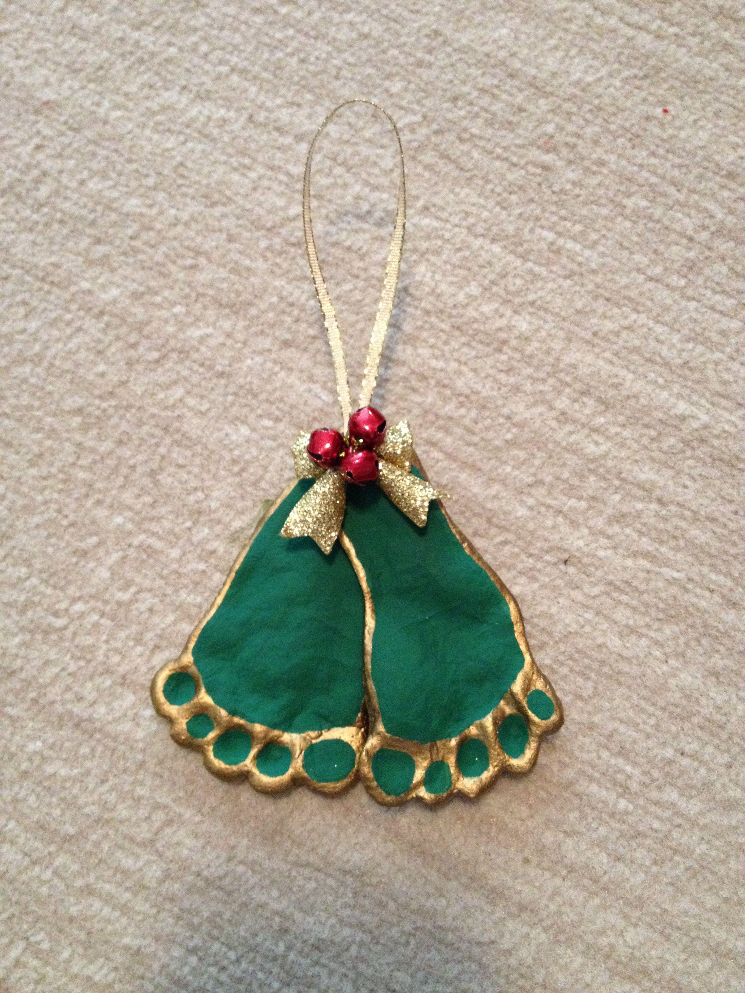 Weihnachtsschmuck Der Misteln Hergestellt Aus Salzteig Und Glocken Von Michael Baby Christmas Crafts Christmas Crafts Baby Crafts