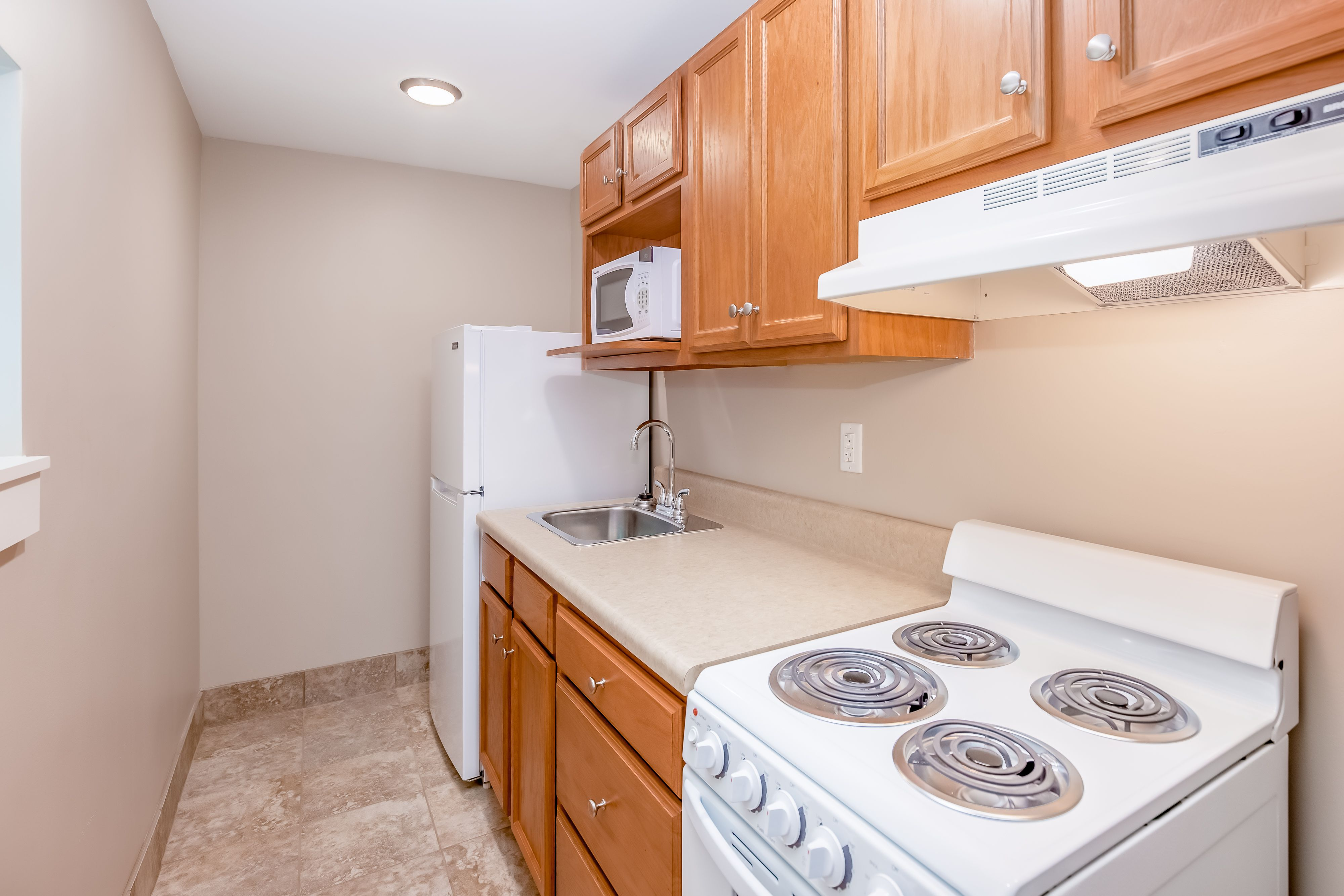A Full Kitchen Means All The Convenience Of Home Even When You Re On Vacation Kitchen Cabinets Kitchen Meaning Kitchen