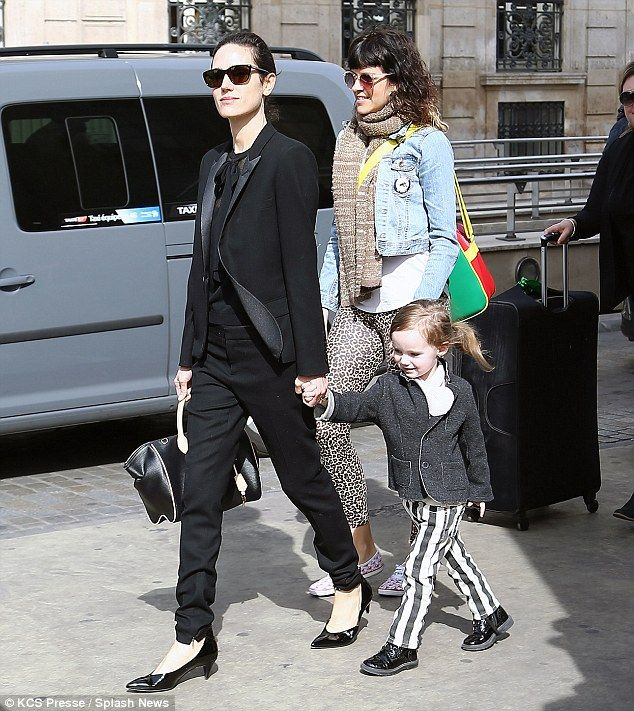 Jennifer Connelly arrives in Paris on Tuesday with her stylish little girl Agnes