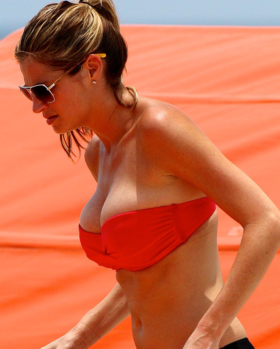 Erin Andrews Shows Off Her New Bikini To The World Erin Andrews