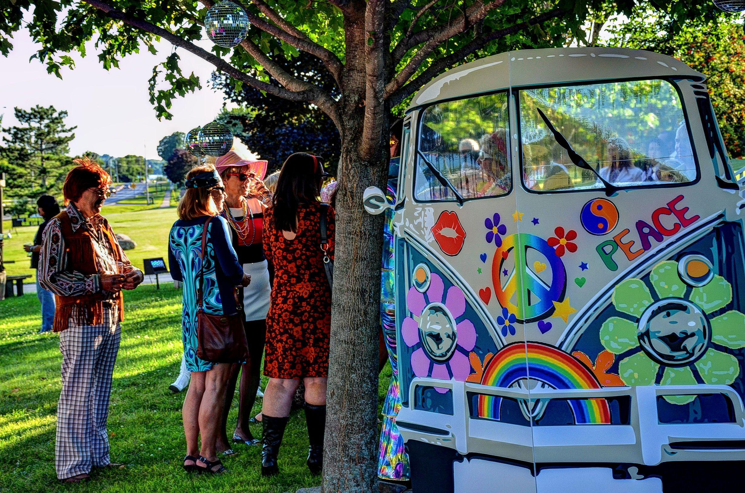 70 39 s night soir e ann es 70 vw wagon photo booth - Hippie annee 70 ...