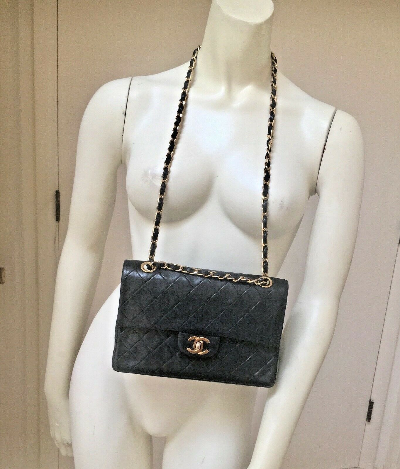 dfde8909e89d Chanel Classic Black Quilted lambskin Vintage 1980s Medium DBL flap GHW  France