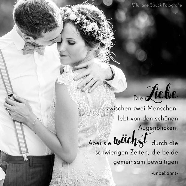 Hochzeitsspruch Liebe lebt von schönen Augenblicken