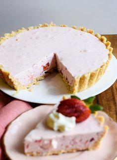 Facilísimo pastel cremoso de fresas sin cocción
