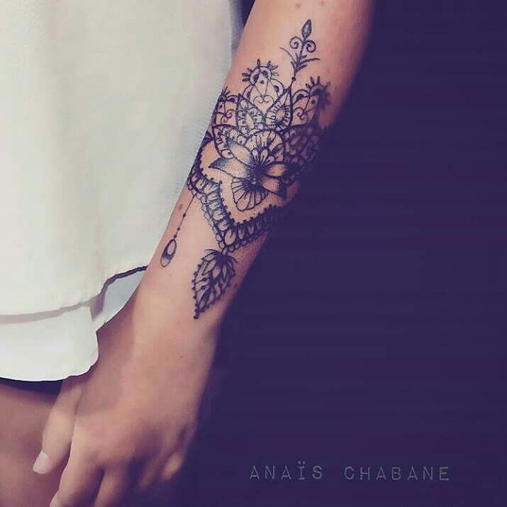 Pingl par sur pinterest tatouages tatouages femme et id e tatouage - Tatouage manchette poignet femme ...