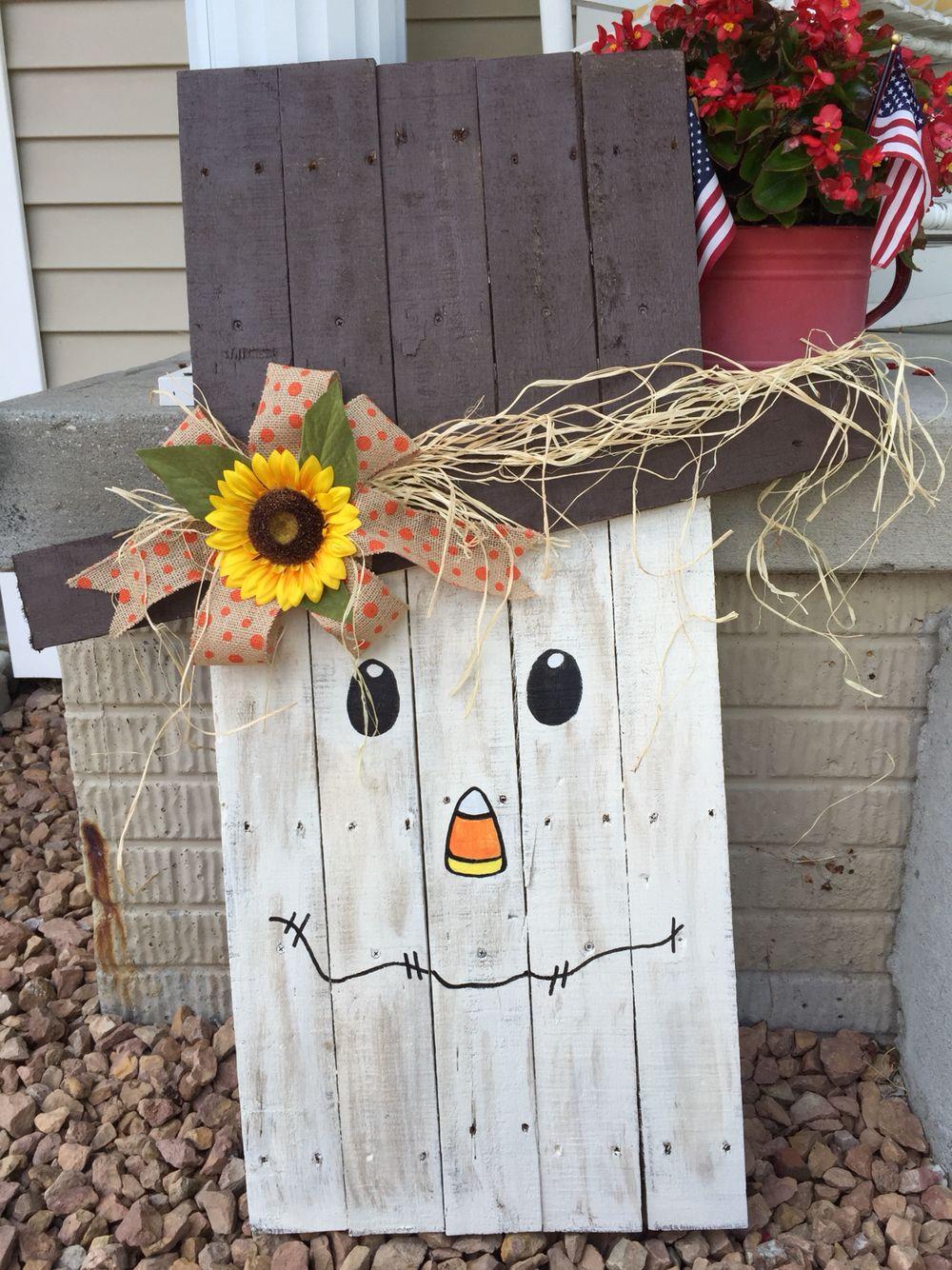 Pallet Scarecrow Fall