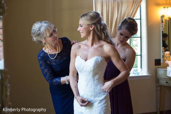 Getting Ready http://www.maharaniweddings.com/gallery/photo/58621 @kimberlyromano