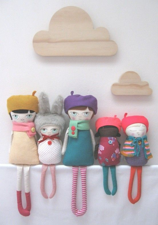 Aren't they lovely! These 'one of a kind' dolls are handmade by Gwen Loves Harold , a Cape Town based doll maker.         Zijn ze niet prac...