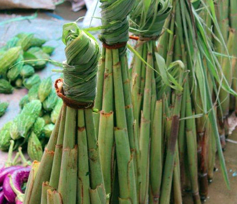 Have You Tried Duruka Or Fijian Asparagus Duruka Is The Unopened Flower Of A Sugar Cane Shoot And Is Often Cooked In Lolo Fijian Food Polynesian Food Fiji