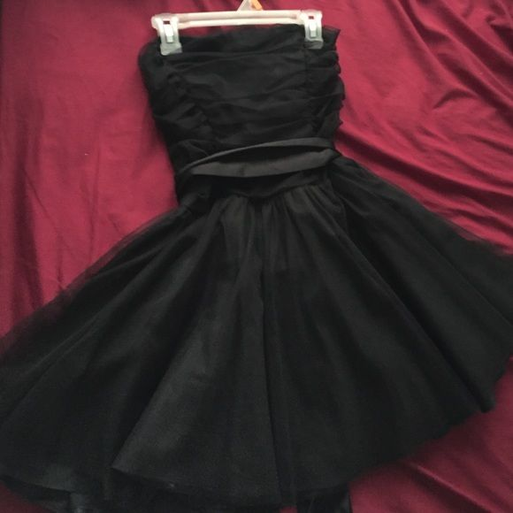 Tulle mini dress Love this dress. It's so fun and girly! Has a tie around bow on the waist. Used once. Fits small to medium. Actual size of dress is medium but it fit me and I'm small Dresses Mini
