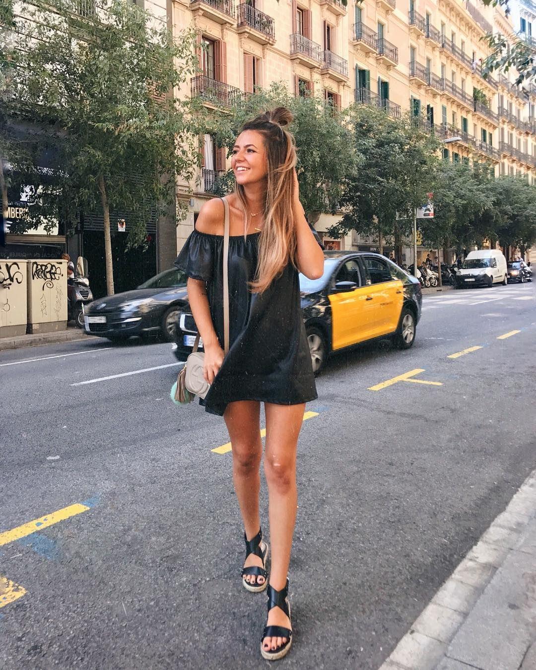 1ec99b0c5 Black in Barcelona | Barcelona street style | Fashion, Street style ...