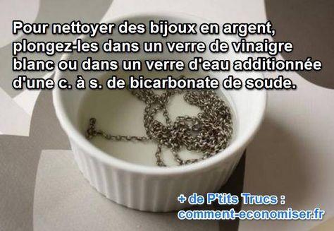 Pour nettoyer vos bijoux en argent, inutile d'aller les porter chez le bijoutier. Il existe une solution efficace avec deux produits économiques : Le vinaigre blanc et le bicarbonate de soude.  Découvrez l'astuce ici : http://www.comment-economiser.fr/nettoyer-bijoux-argent.html?utm_content=buffer3d1f2&utm_medium=social&utm_source=pinterest.com&utm_campaign=buffer