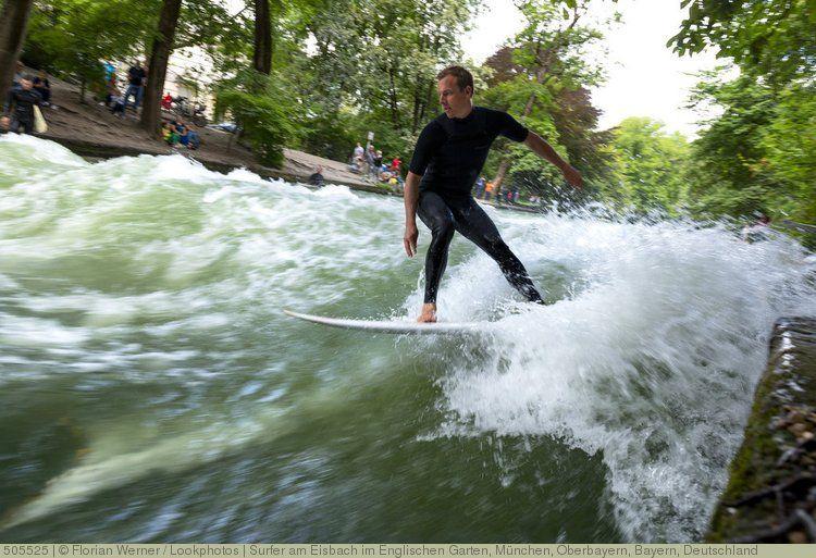 Fresh Surfer am Eisbach im Englischen Garten M nchen Oberbayern Bayern Deutschland
