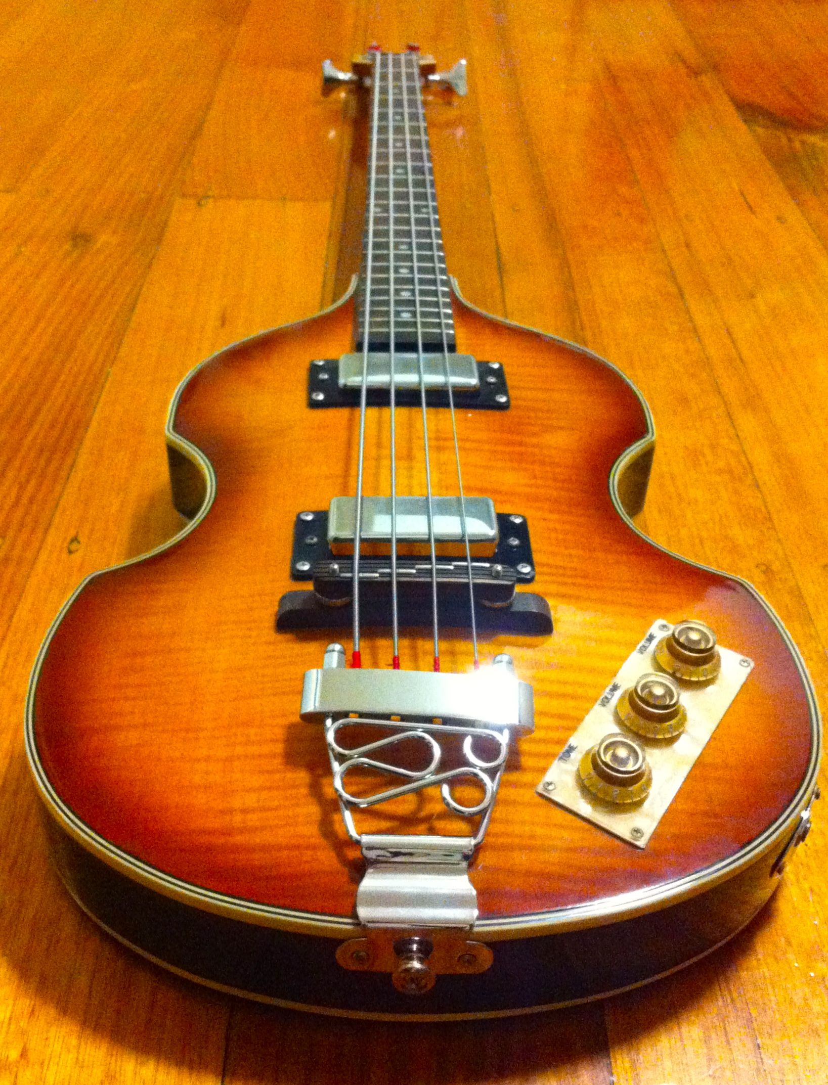 epiphone viola bass own one great bass better sound with the round wound strings guitars. Black Bedroom Furniture Sets. Home Design Ideas