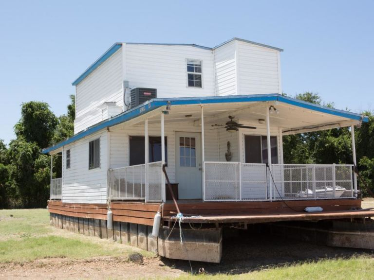 Joanna And Chip Gaines Gave This Houseboat One Heck Of A Makeover