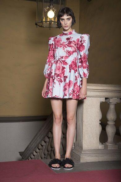Guarda la sfilata di moda Francesco Scognamiglio a Milano e scopri la collezione di abiti e accessori per la stagione Pre-collezioni Primavera Estate 2017.
