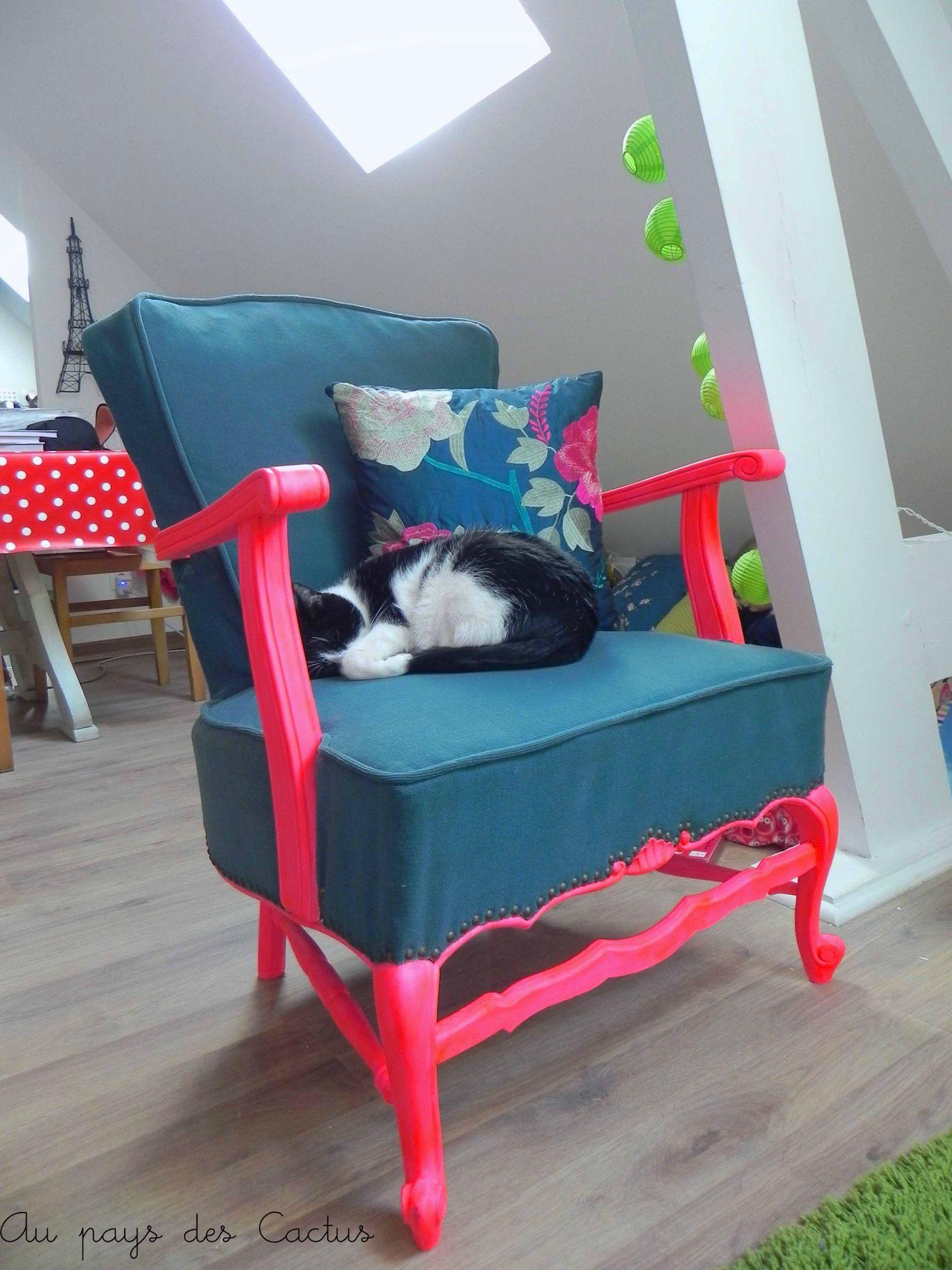 Home staging version fluo au pays des cactus - Repeindre un fauteuil en osier ...