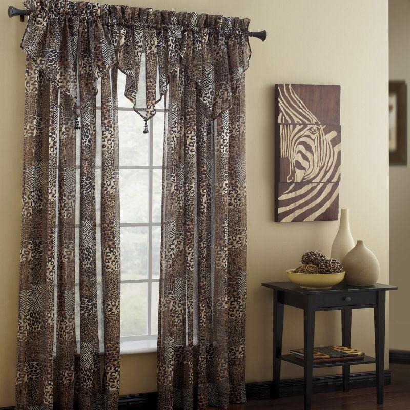 cortina con copetes en tringulo tela en animal print ideal para crear un ambiente