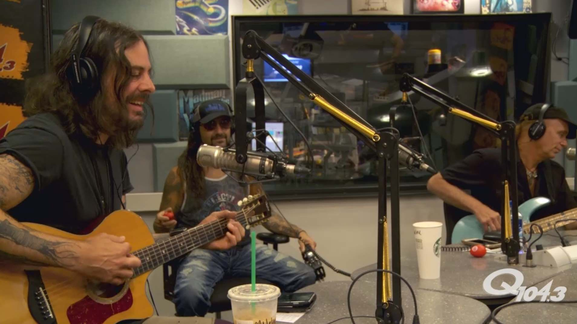 The Winery Dogs Play 'Fire' Unplugged for NYC Radio Station Q104.3 - http://www.tunescope.com/news/the-winery-dogs-play-fire-unplugged-for-nyc-radio-station-q104-3/