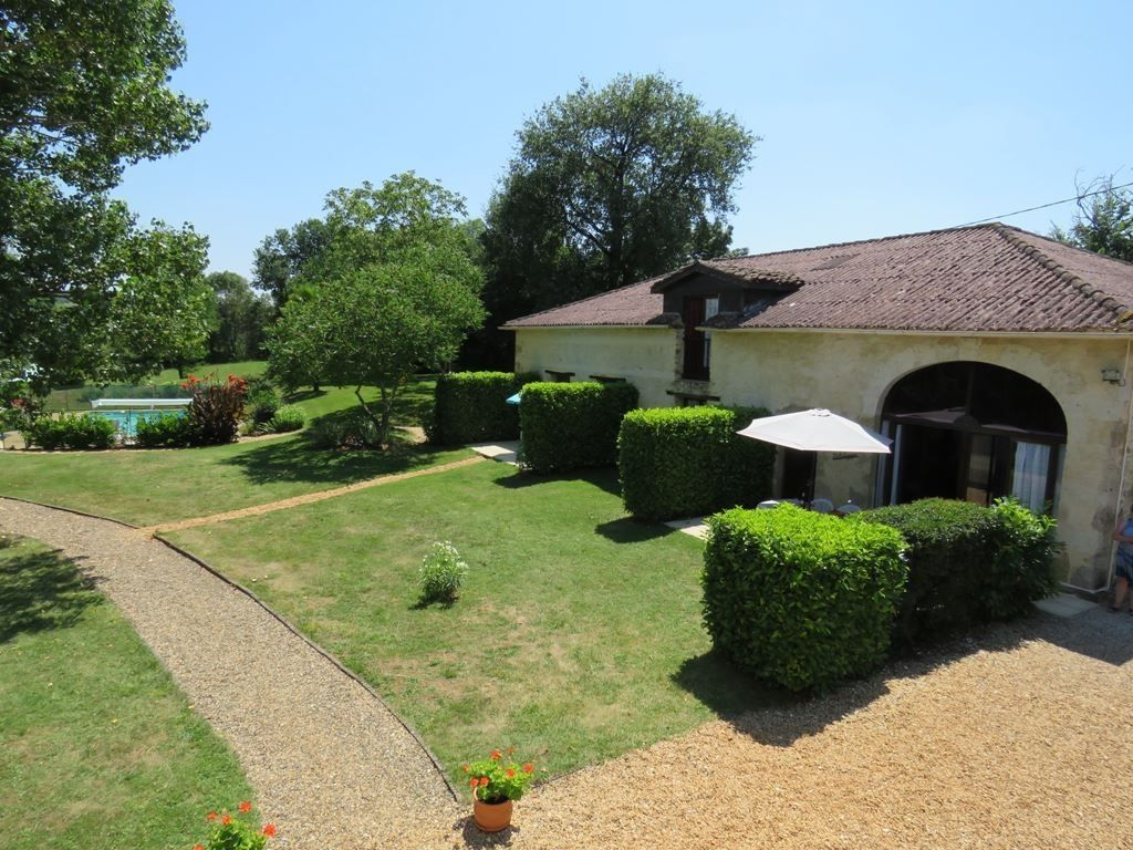 4 Individual Self Catering Gites In A Converted Barn And A Pool In Peaceful Surroundings Property France Holiday Rental Converted Barn