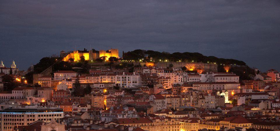 castelo de São Jorge by nigth, por Konstantinos Dafalias.
