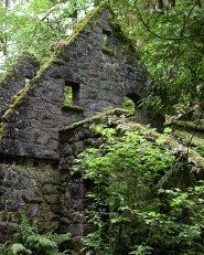 The Witch's Castle - Portland, Oregon - It is said that visitors late at night have seen apparitions of ghosts that seem to be embroiled in a battle.