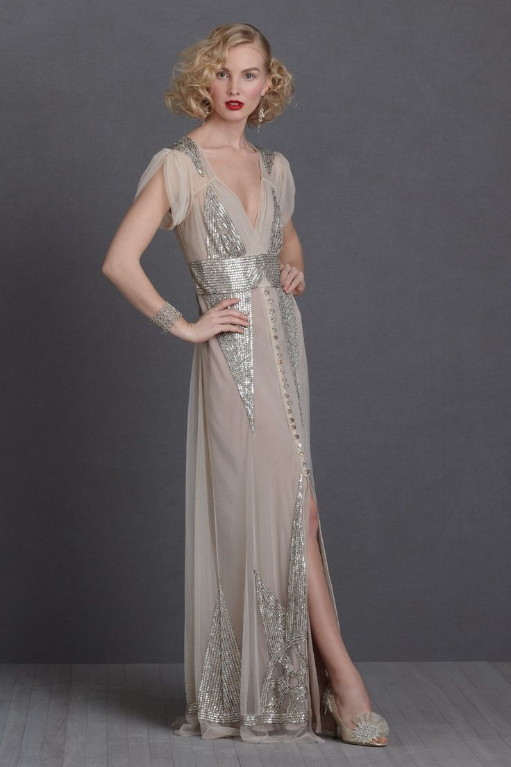 20s style wedding dress A great example of the new Vamp style that s popular for this year s weddings This style mimics the art deco fashions of the Anna Sui Aiguille Gown