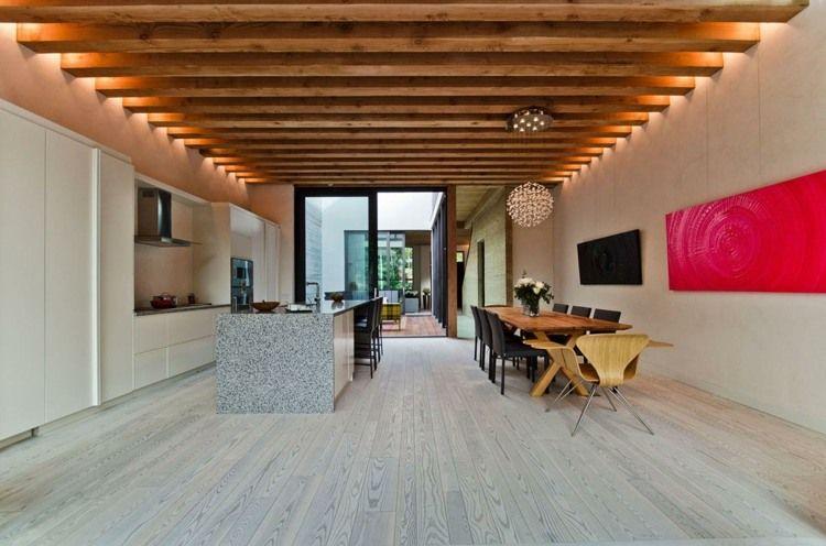 Moderne Küche mit attraktiver Beleuchtung und Essbereich | POSH ...