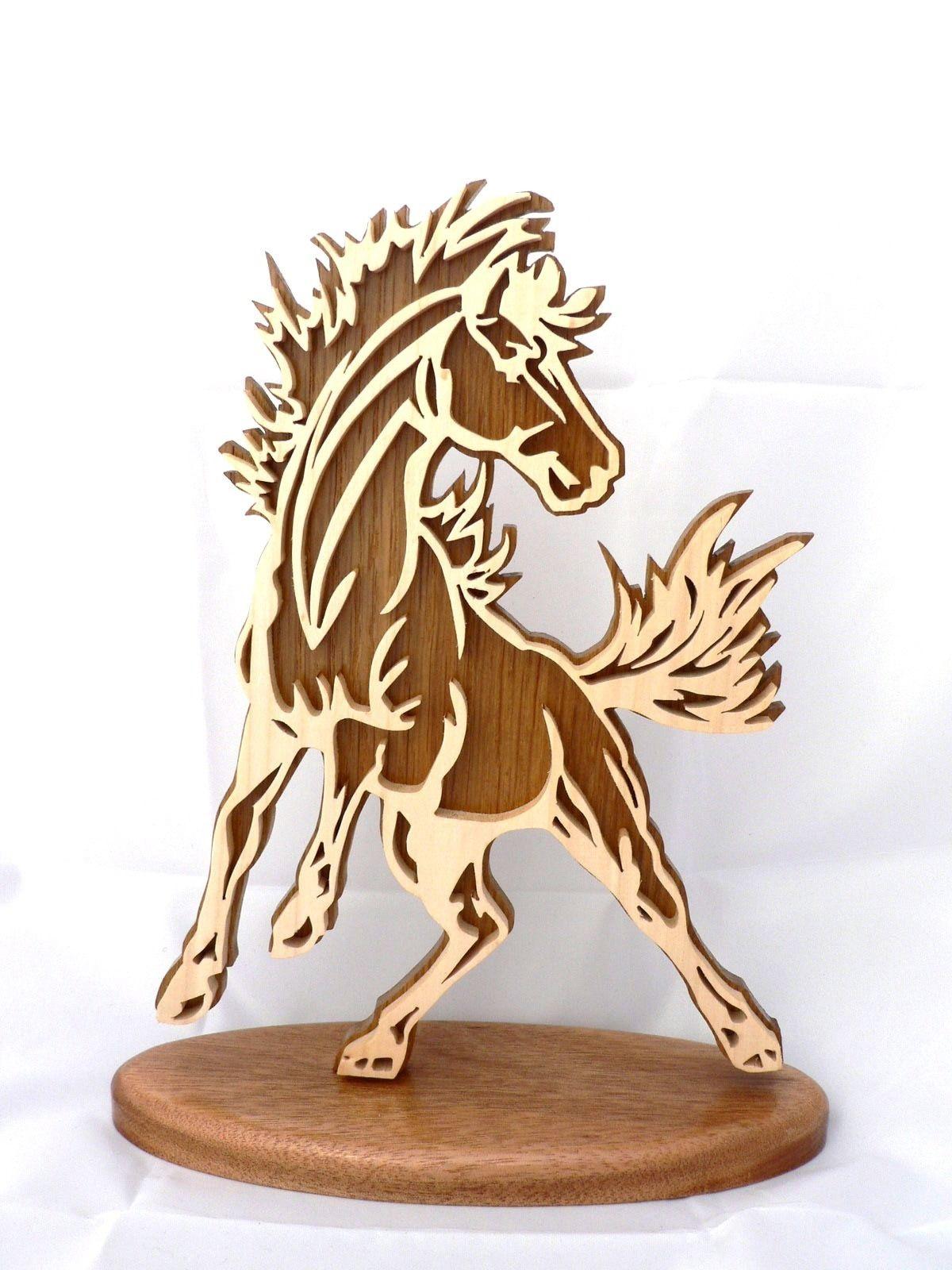 cheval sauvage sur socle en bois d coup chantournage accessoires de maison par cymar le. Black Bedroom Furniture Sets. Home Design Ideas