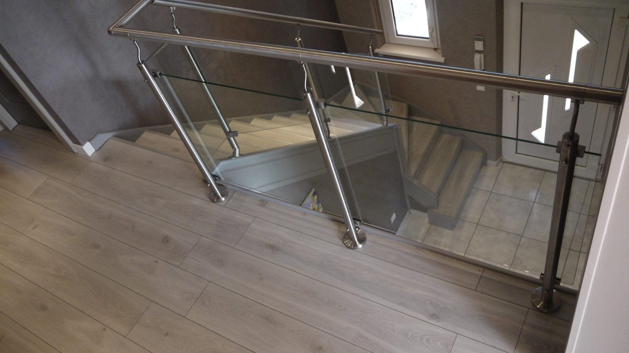 Relooker Un Escalier Avec Des Palettes Bois Escalier Carrelage Renover Escalier Deco Escalier