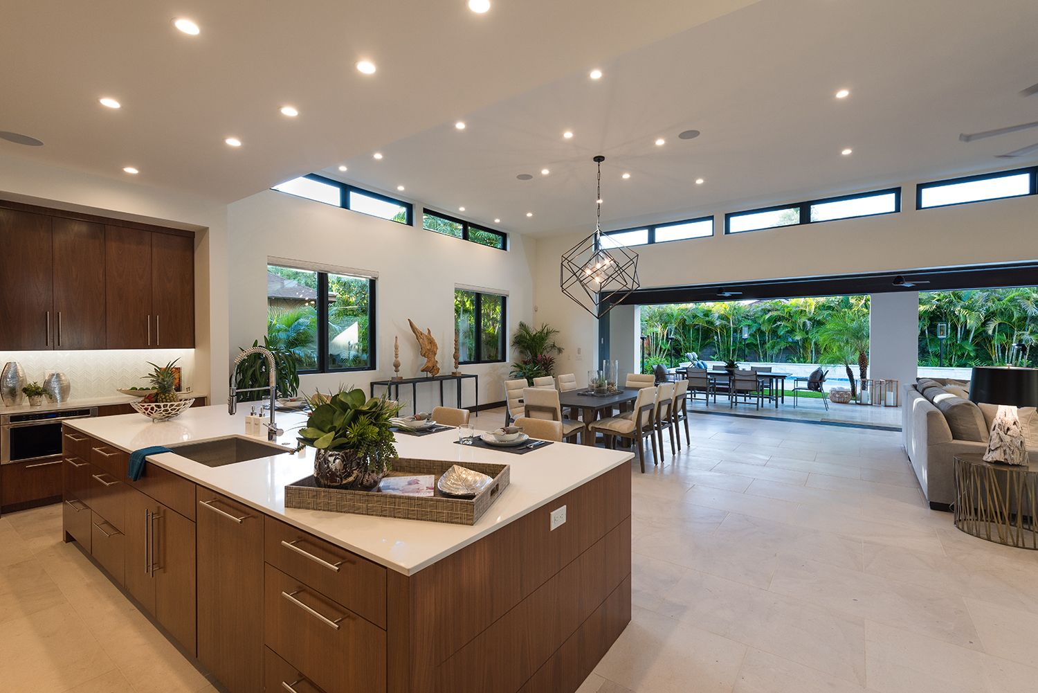 Kitchen And Dining Room Open Up To The Outdoors Hawaii Homes Open Dining Room Home
