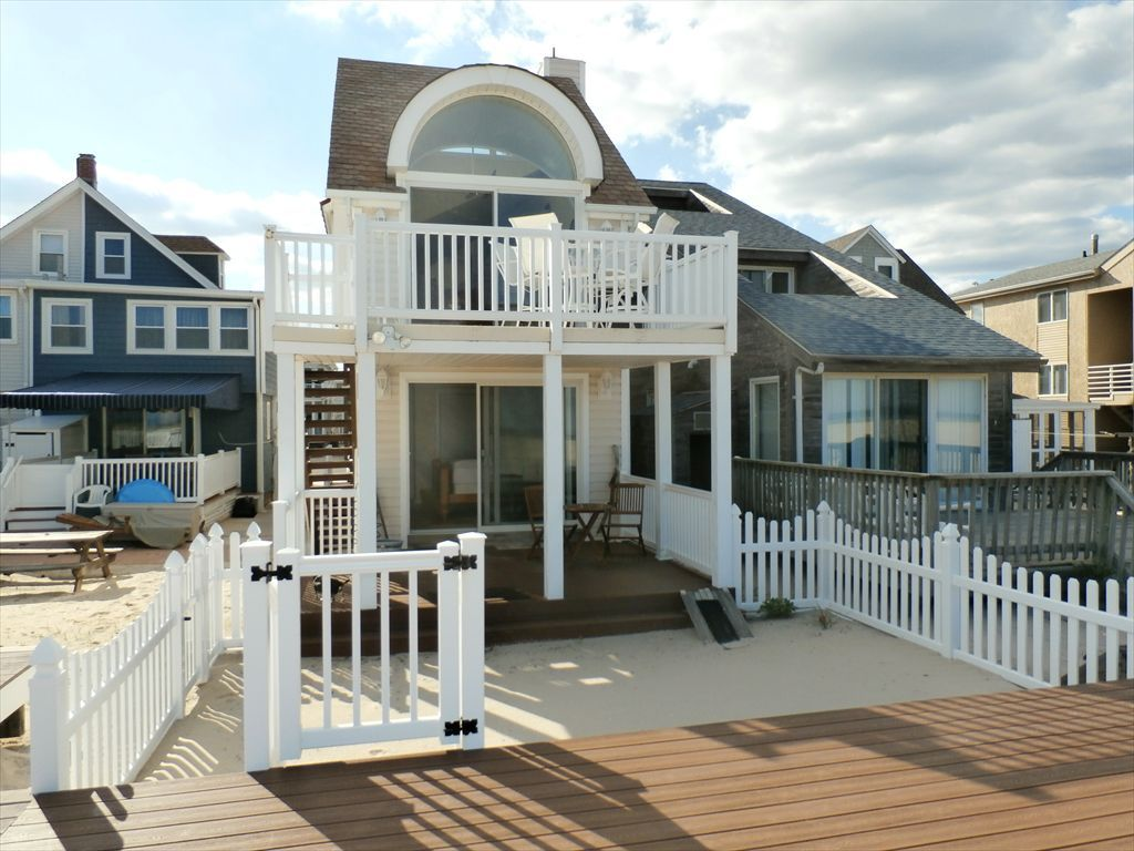 Unique Summer Vacation Rental In Ocean City Nj Beachfront Single Family Vacation Home That Offers Beach Views On Each Of Th Ocean City Vacation Home Vacation