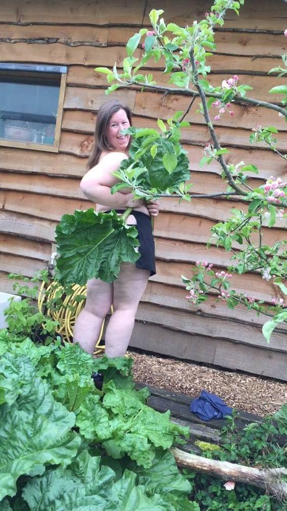 Green-fingered horticulturalists around globe strip off