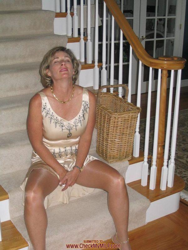 Beautiful Pantyhose Love  Go At It In 2019  Dating Older Women, Classy Women Und Older Men-8178