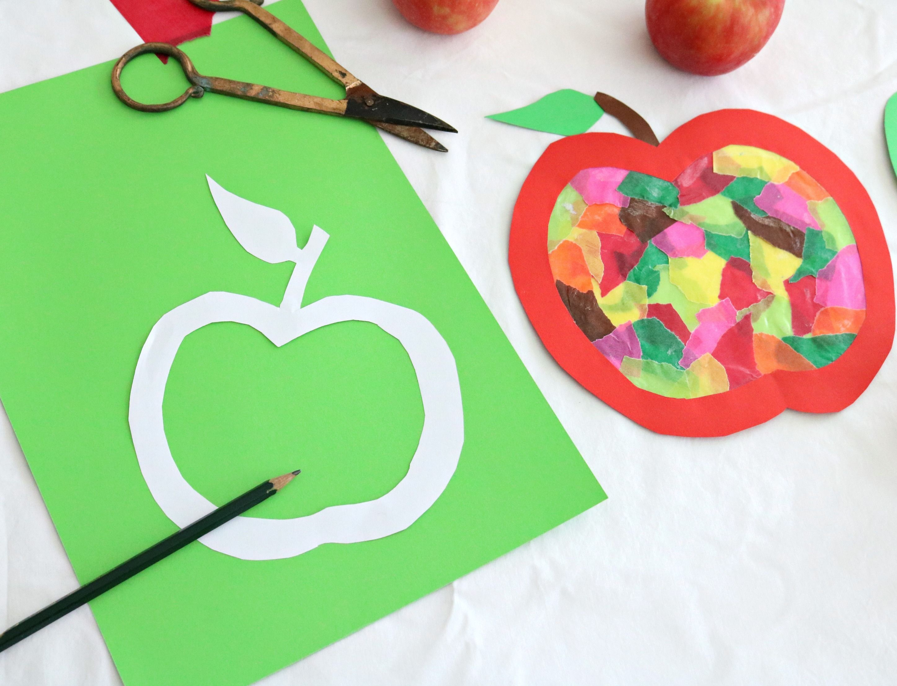 Diy Kids Basteln Im Herbst Apfelfensterbild Herbstdekofensterkinder Diy Kids Bast Basteln Herbst Basteln Mit Transparentpapier Basteln Mit Kindern Herbst