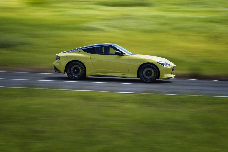 Retrolicious Nissan Z Proto Tiptoes Through The Past Toward The Future ツインターボ フェアレディz フェアレディ
