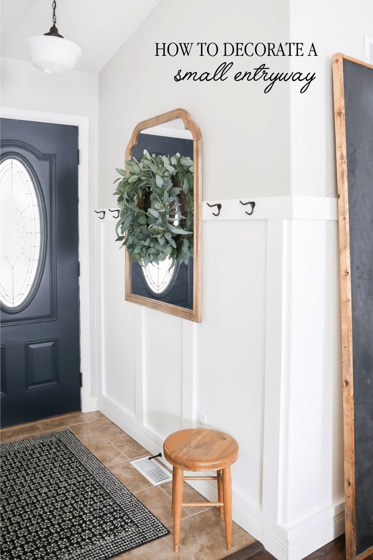 Tips on how to decorate a small entryway in your home to add character and charm. Your guests will be greeted by such an inviting space! #smallentryway #entryway #homedecor #smallspaces