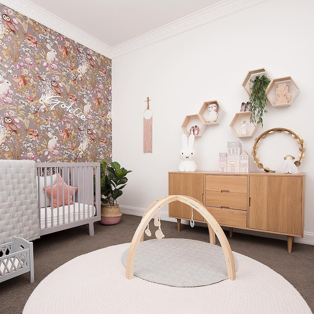 471 Likes 13 Comments Little Liberty Littlelibertyrooms On Instagram Goldie S Shelving Wall Avec Images Inspiration Chambre Bebe Chambre Bebe Liberty Chambre Bebe