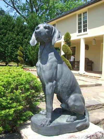 Vizsla Statue