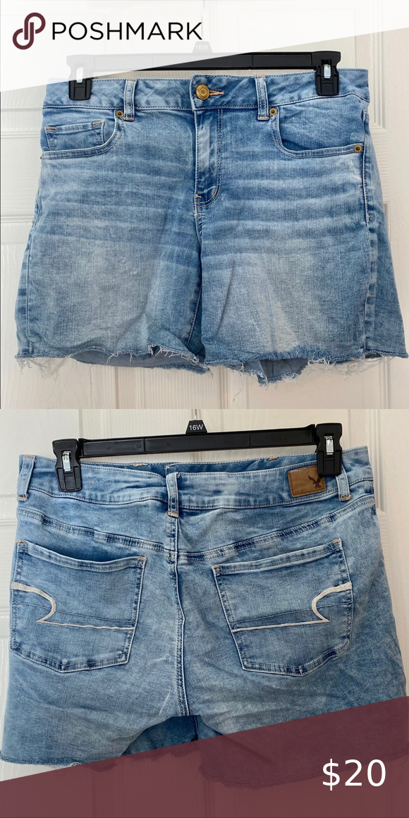 SuperSuper Stretch AmericanEagle Midi Shorts These are super comfy & super stretchy true to the name! Fit is true to size American Eagle Outfitters Shorts Jean Shorts