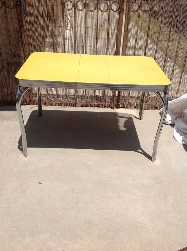 1949 Vintage Yellow Formica Table   Restoring The Grey Cracked Ice Version.