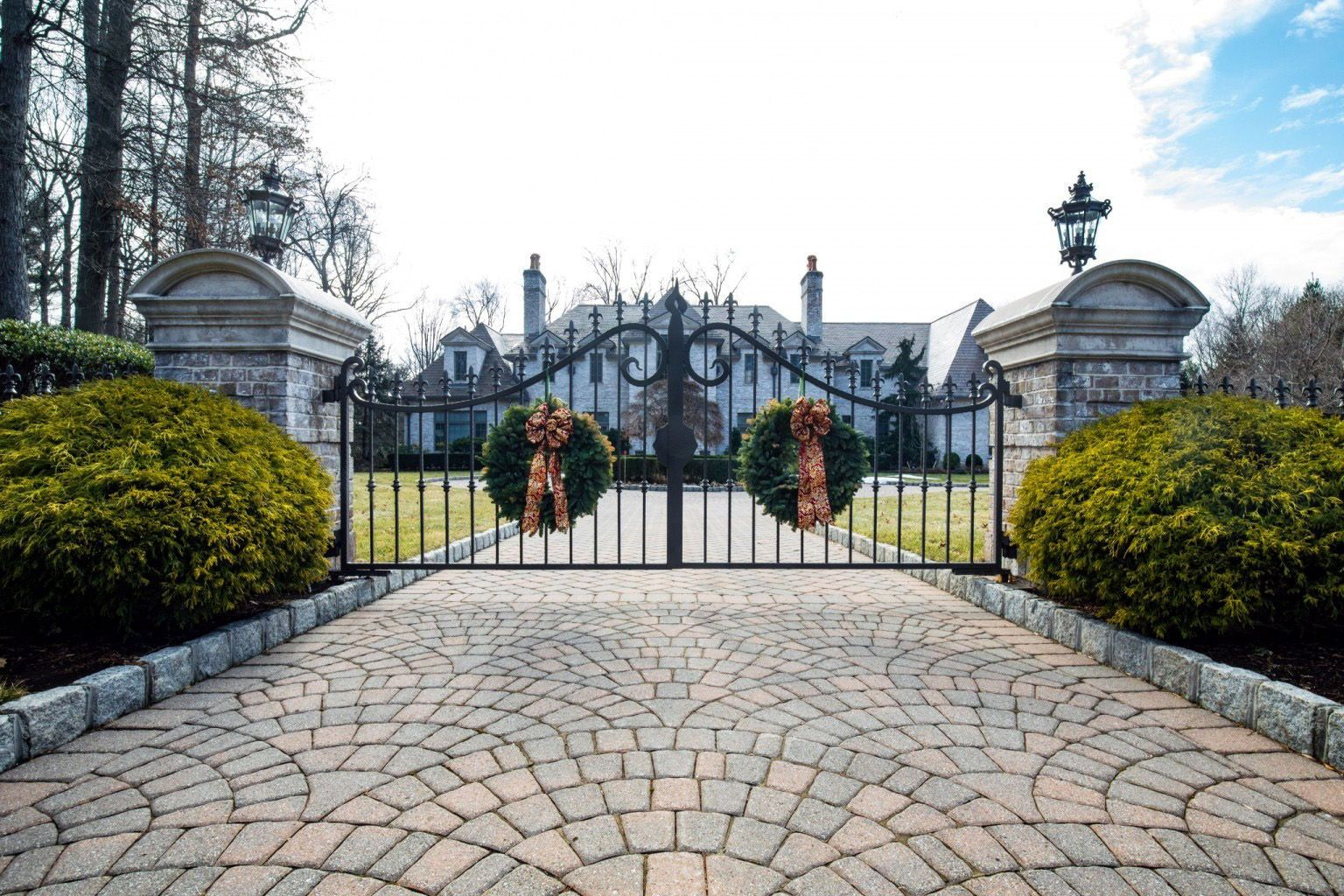 Gorgeous Set Of Custom Metal Driveway Gates At A Luxury Estate In Saddle River New Jersey Tri State Gate Bedford Driveway Gate Estate Gates Luxury Driveway
