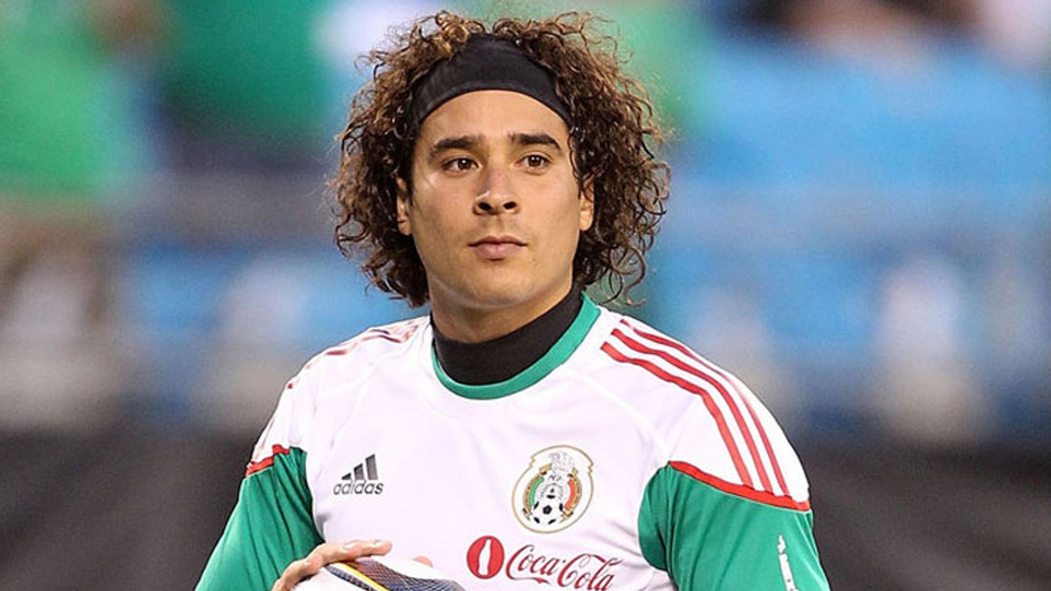 Guillermo Ochoa Is A Mexican Professional Footballer Who Plays As A Goalkeeper For Liga Mx Club America And T Mexico National Team Soccer Players Mexico Soccer