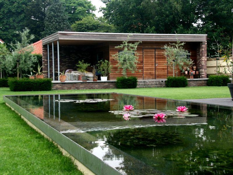 Trendvijvers vijvers strakke moderne vijver rvs tuin for Moderne vijvers foto s
