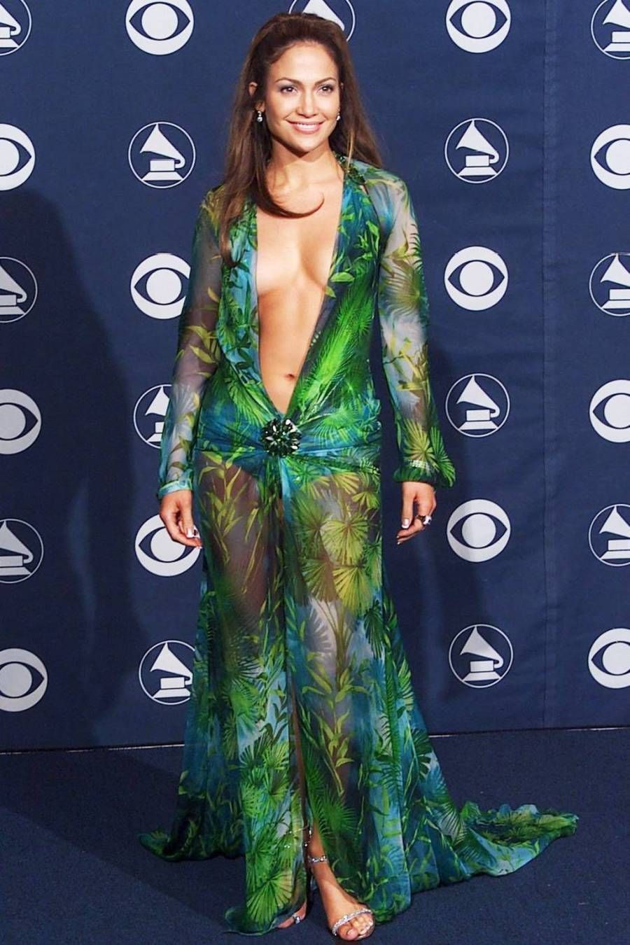 Jennifer Lopez Is Giving Us B T S Gist Of The Versace Dress Kaynuli Jennifer Lopez Green Dress Iconic Dresses Jennifer Lopez Versace Dress [ 1350 x 900 Pixel ]