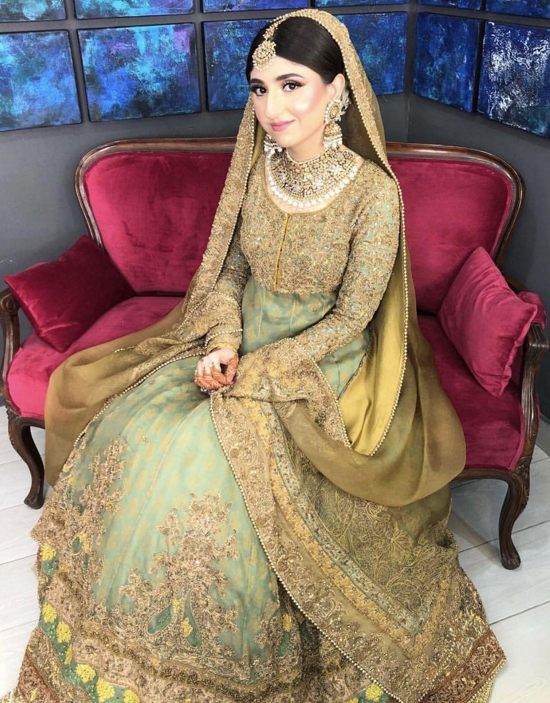 mehndi bride ( makeup by zara gul salon she's lahore based