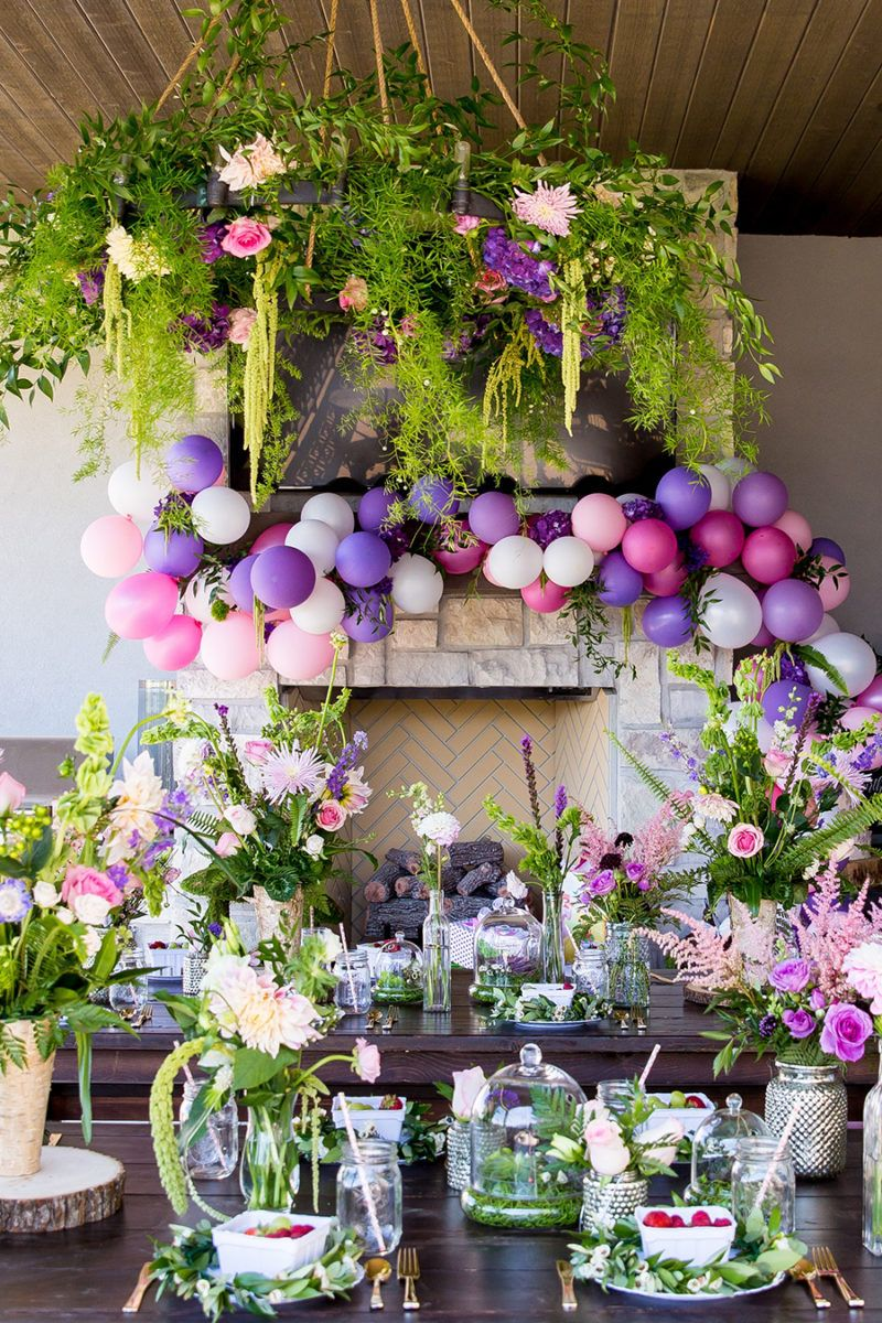 Entertaining ideas with Pantone's Color of the Year for 2018: Ultra Violet. From gorgeous garden parties to beautifully presented desserts...